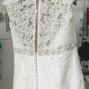 BEAUTIFUL WEDDING GOWN, SLIP AND SHOES